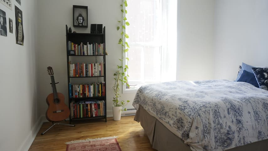 Sunny room, amazing location - Montréal - Apartment