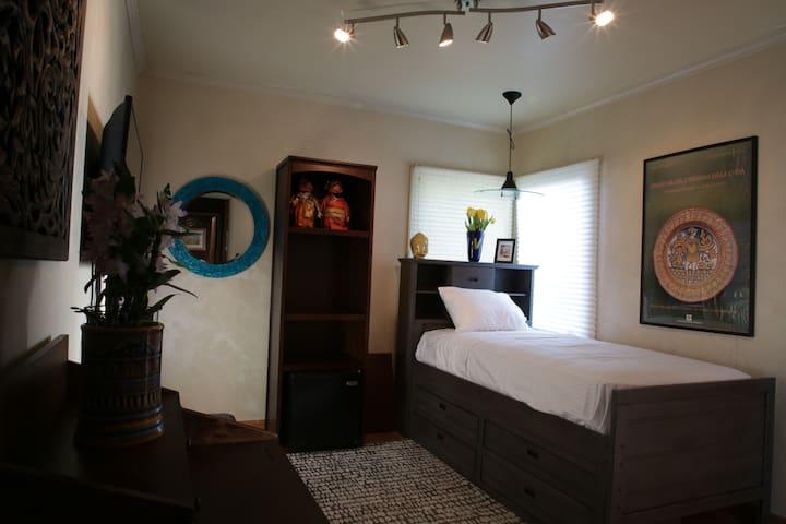 Zen Oasis in Silverlake Hills House