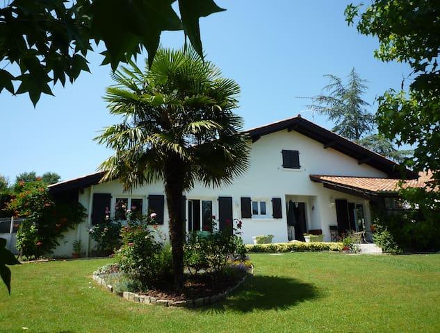 Belle maison basque et son jardin - Ustaritz - Huis