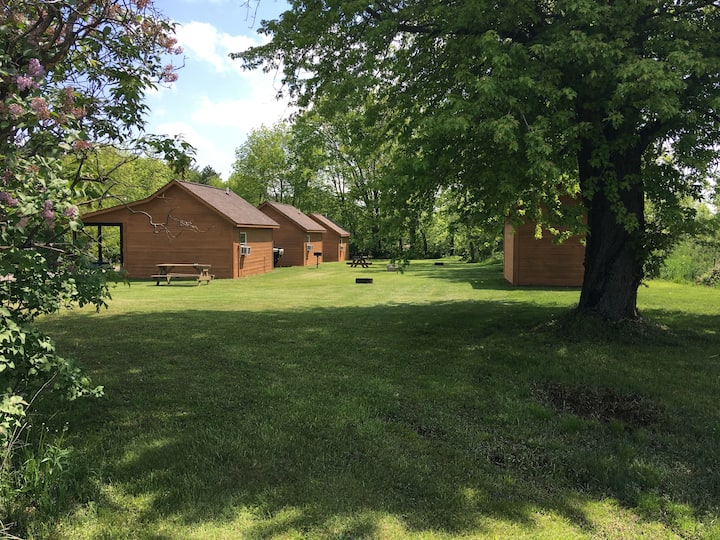 """Deeg's Cabins """" The Whitetail"""""""