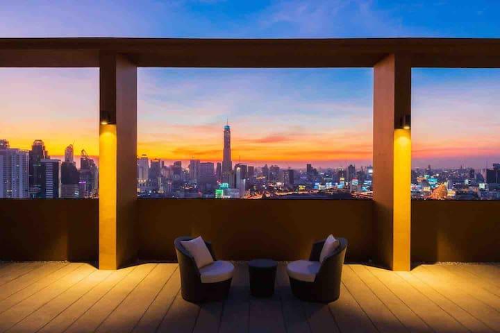 市中心全新高端公寓,无边泳池、空中花园;紧邻暹罗商圈、网红火车夜市!best location .