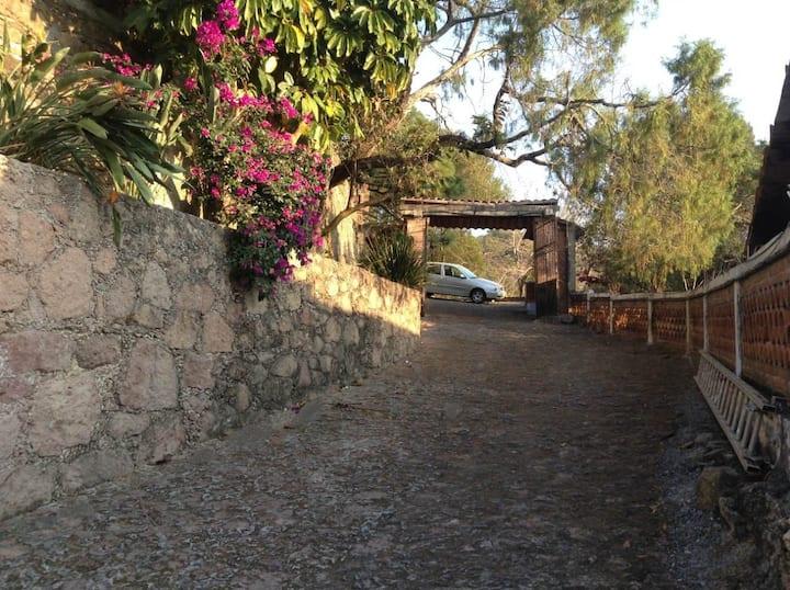 """La casa de los Bisabuelos"" Casa tipica Taxquense"