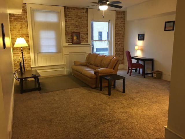LARGE SPACIOUS ONE BEDROOM IN HISTORIC BUILDING