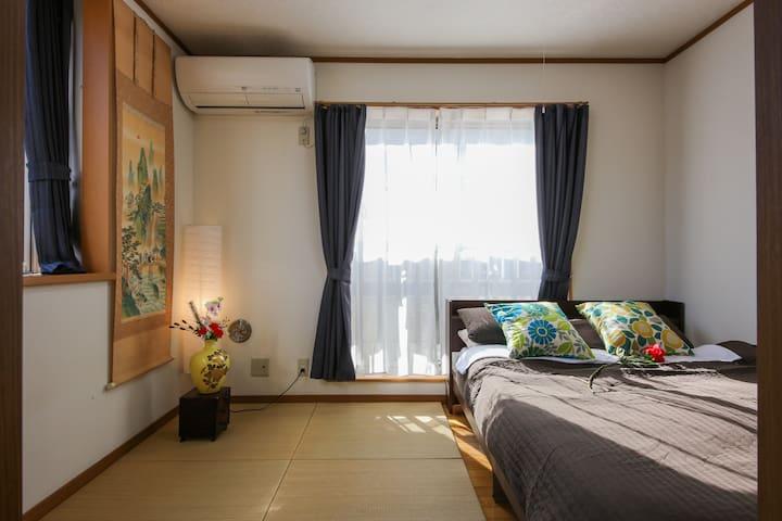Japanese Bed room 3floor(1double bed&2futons for 4people/三楼到和式我是(一个双人床和2套被褥,可睡4人)