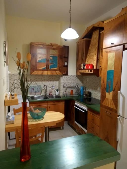 Κουζίνα ξύλινη,χειροποίητη-Handmade wooden kitchen