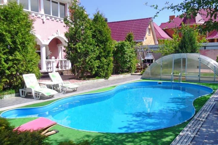 3brm VIP House at Sofiivka- Pool, Sauna, BBQ