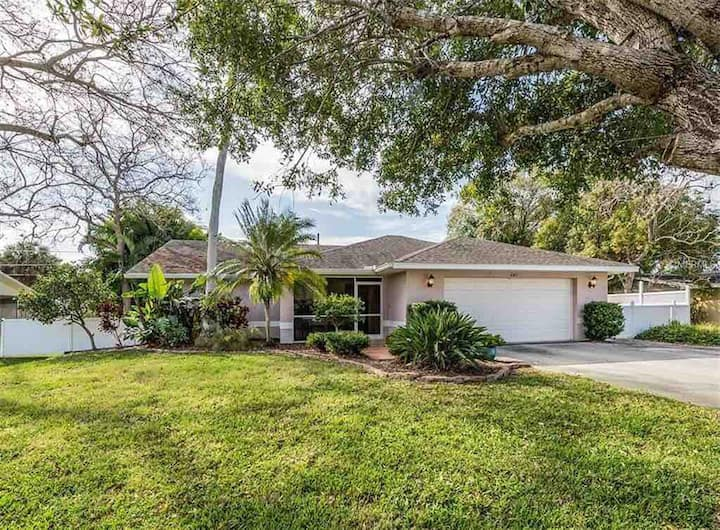 Vacation Home by Seminole Dr