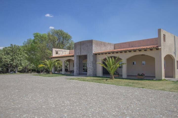Rancho Ecuestre y Jardín de eventos en Volcán