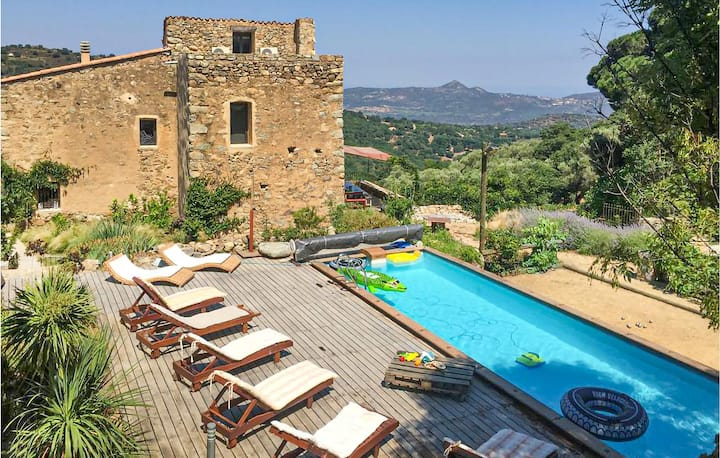 Beautiful home in Ville di Paraso with Outdoor swimming pool, WiFi and 4 Bedrooms