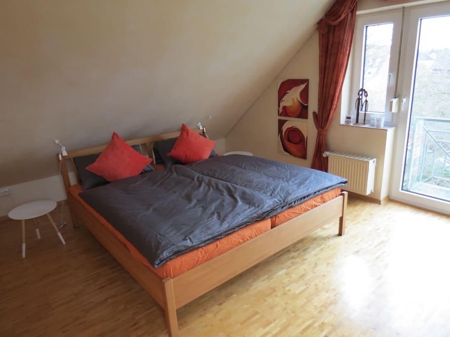 Doppelbett 180 x 200 im Wohn-/Schlafraum