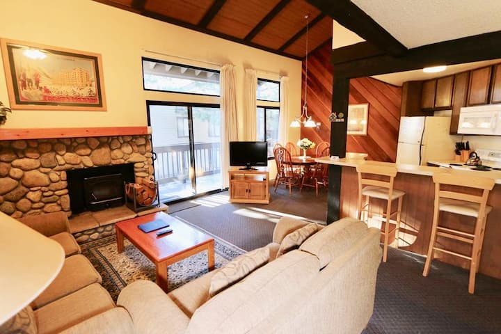 Cozy Mammoth Condo with a Fireplace Pool Jacuzzi and Sauna