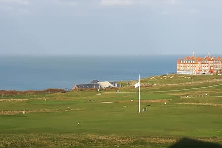 Luxury apartment - ideal location for golf & surf