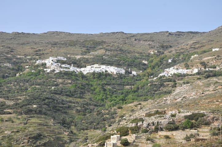 Εξοχικό σπίτι στην Τήνο με θέα την Σύρο
