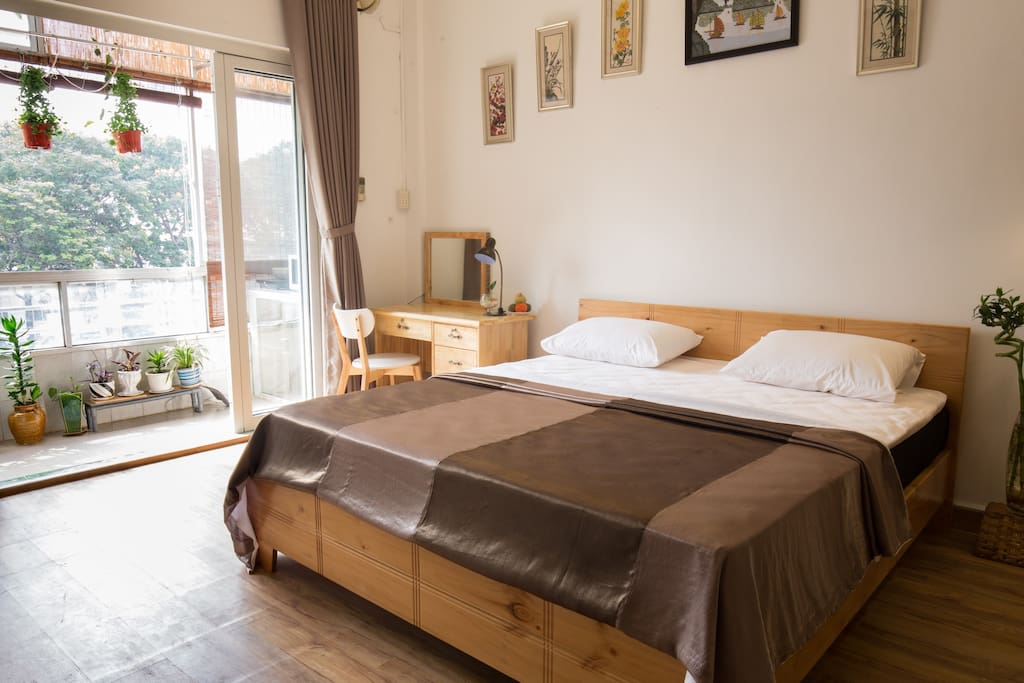 KLiem' s Homestay have a good view it look out central of City, it is spacious, cozy, fresh, environmentally friendly, handmade designer furniture, natural wood furniture, ***the sun shines in the bed  every morning, spacious, cozy, The bed is next the balcony and have good view,