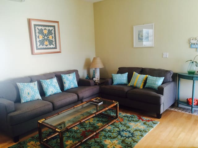 Living Area;  comfortable seating for 5-6 people.