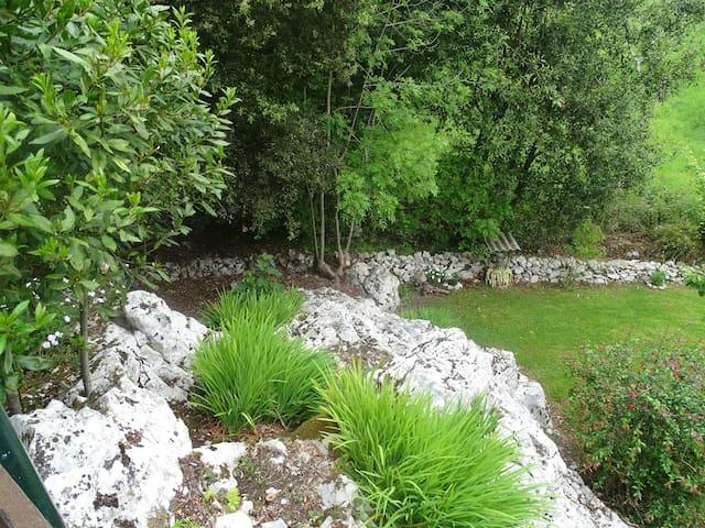 La Casina de la Rondiella con jardin vallado