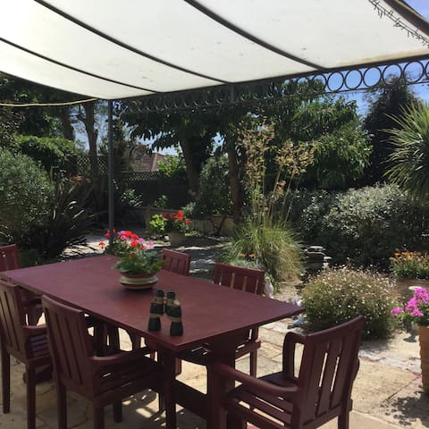 Stylish Double Room in Fantastic Location. - St Brelade - Dům