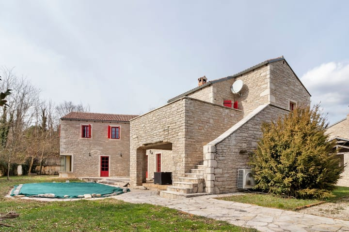 Luxurious Villa in Pazin with Swimming Pool