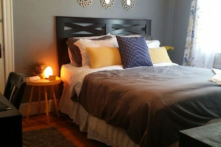 Stay in Comfort - Bed & Breakfast Style in Medford - Medford - Apartemen