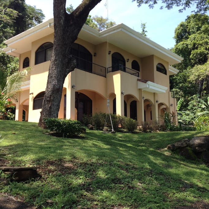 Casa vistas del pacifico 2 b b as seen on hgtv bed and for Case del nord ovest pacifico