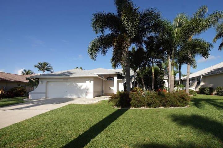 Villa Stirling - Cape Coral - Casa de campo