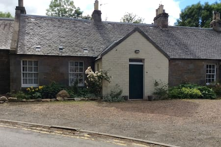 Single bed in beautiful cottage in rural setting