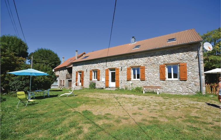 Semi-Detached with 1 bedroom on 45 m² in Burzet