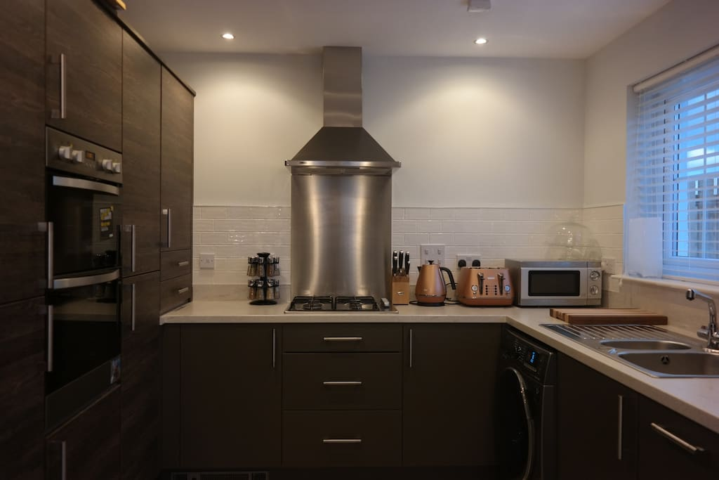 Fully fitted kitchen with built in oven, fridge-freezer and dishwasher.