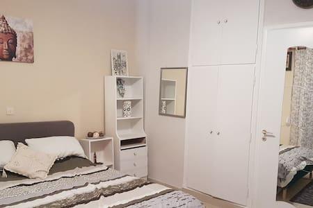 A_Galatsi_Konstantinos apartment,40 sm house.