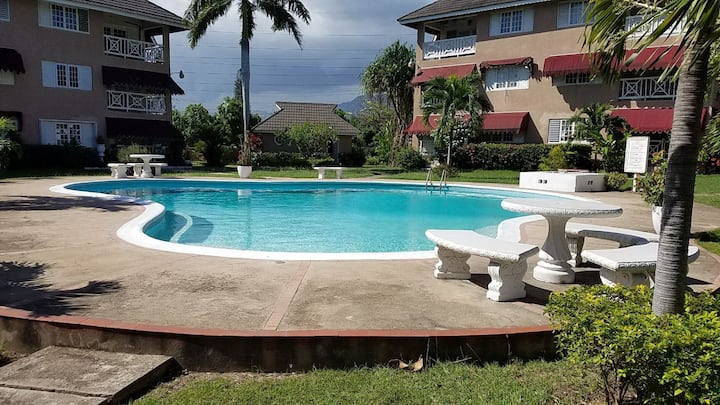2BR 2BTH Apartment in gated complex