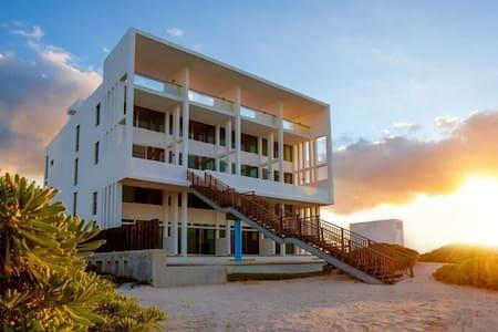 BEACHFRONT VILLA BRAND NEW FURNISH GARDEN HOUSE 2 - Chicxulub Puerto - Villa