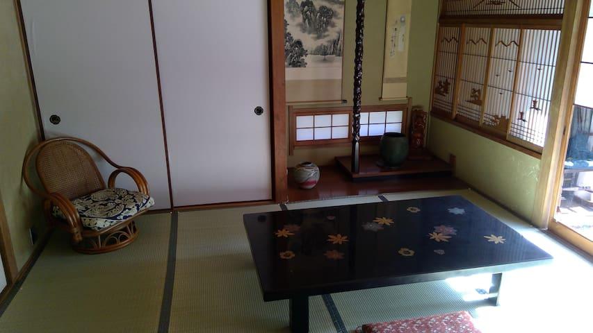 広島駅から近くて静かな一軒家、朝食つき(ホスト滞在型)