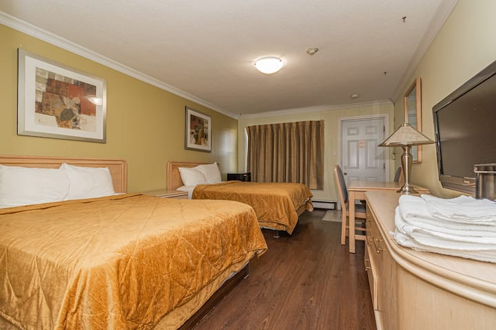 Falls Way 2 Queen Bed Room