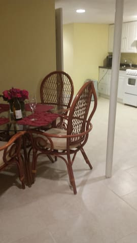 Spacious Apartment -lower level w/ seperate entry. - Rockville - Byt