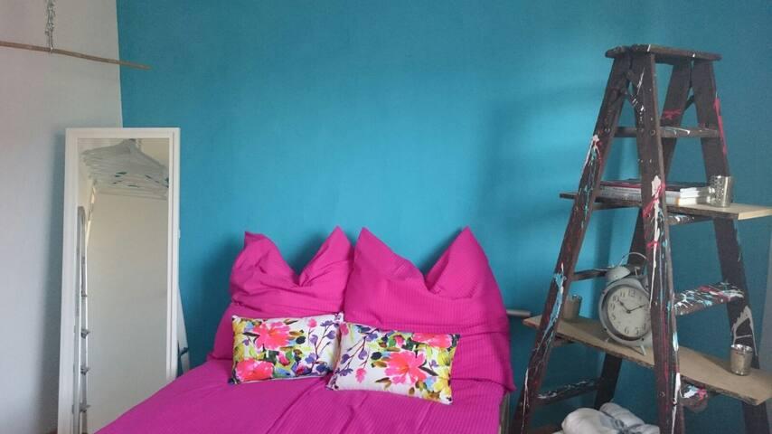 Stylisches renoviertes Zimmer mit Küche,Bad,Balkon