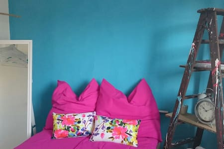 Stylisches renoviertes Zimmer mit Küche,Bad,Balkon - Munique - Casa
