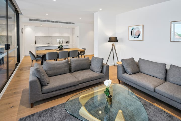 Luxury Three Bedroom, Two Bathroom Apartment including parking in Hampton