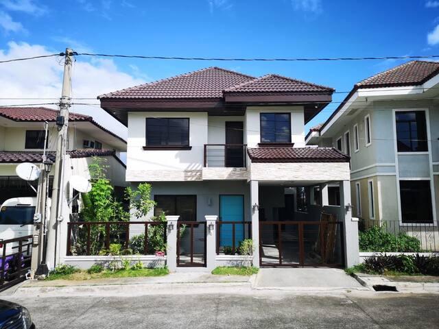 Nikki's 3BR Nuvali House
