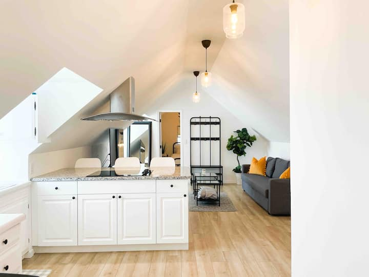 🏠 Beautiful Farmhouse Apartment in Great location📍