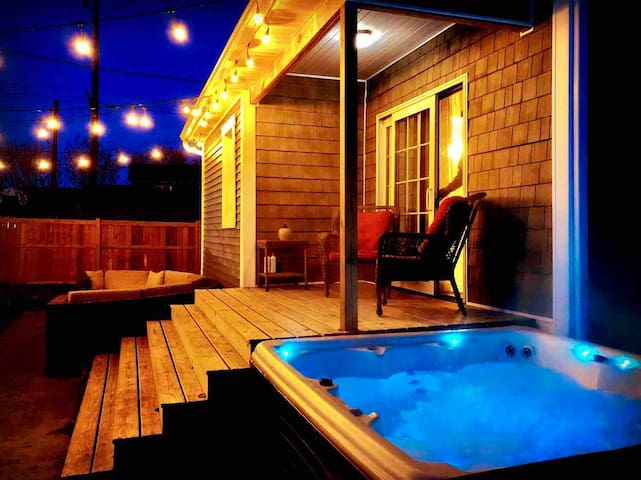 Modern Meets Vintage ⭐️ Relax in Hot tub!