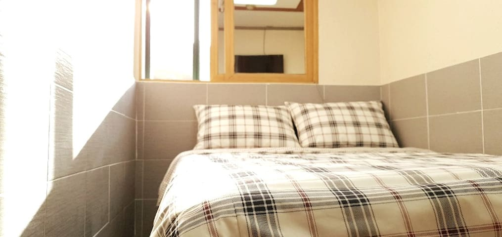 Myeong-dong/Namdaemoon 5min Double bed+toilet+WiFi