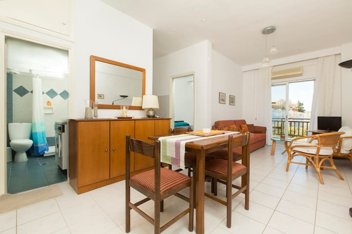 Holiday Sea Front Appartment - Chaniotis - Σπίτι διακοπών