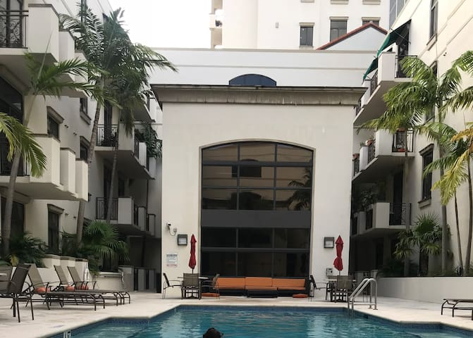 Great Gables! Large one bedroom.