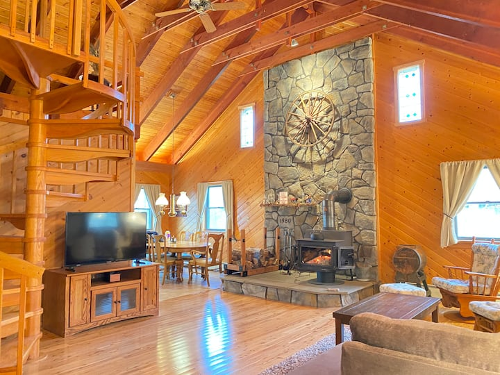 Beautiful Cabin w/ Guest House Game Room Fire Pit
