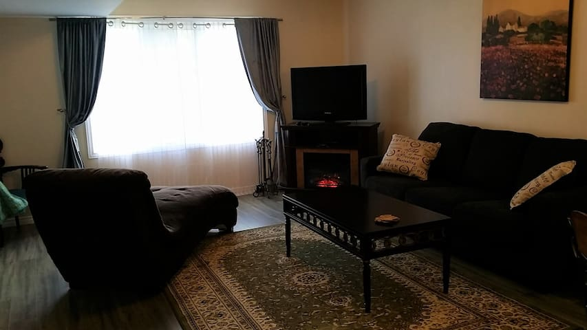 2BR with beach access and Lake Erie - lower suite - Essex