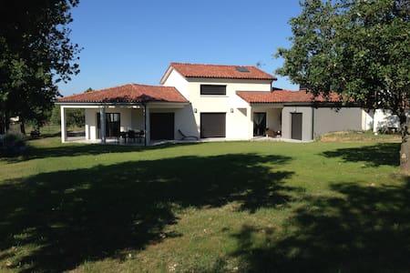 Villa moderne et confortable au calme - Merville - Villa