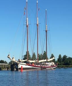 Overnachting op historisch schip - Hajó
