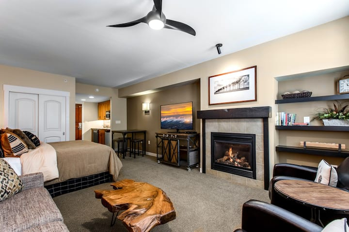 Ski-in/ski-out fourth floor condo with high-speed WiFi and gas fireplace