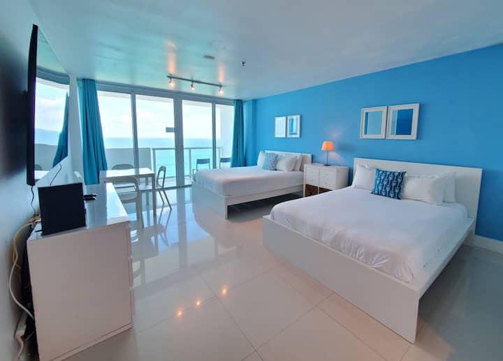 BeachFront-Balcony, Pool&FreeParking, Miami Beach!