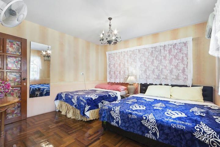Happy in Family room(King &Queen bed)